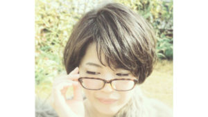 眼鏡に似合うショートボブ